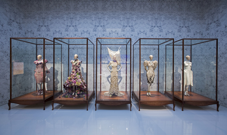 10-alexander-mcqueen-savage-beauty-exhibition-at-londons-va-museum