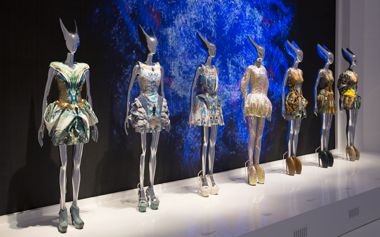 11-alexander-mcqueen-savage-beauty-exhibition-at-londons-va-museum