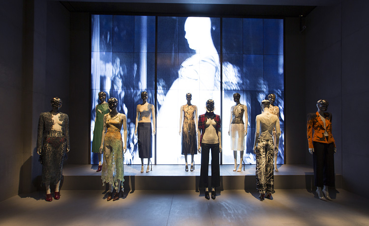 2-alexander-mcqueen-savage-beauty-exhibition-at-londons-va-museum