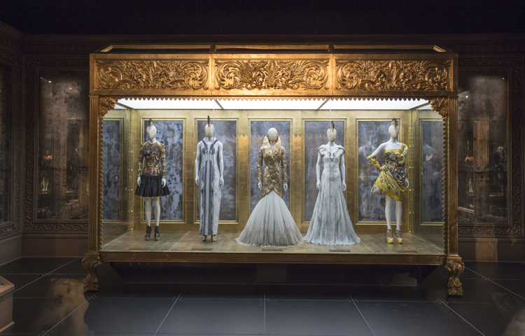 4-alexander-mcqueen-savage-beauty-exhibition-at-londons-va-museum