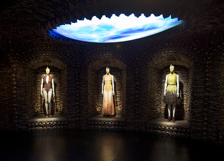 5-alexander-mcqueen-savage-beauty-exhibition-at-londons-va-museum