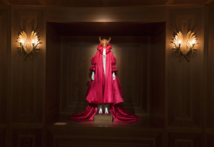 7-alexander-mcqueen-savage-beauty-exhibition-at-londons-va-museum