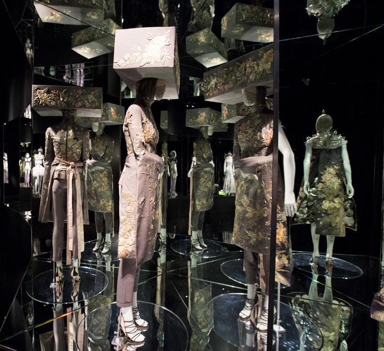 8-alexander-mcqueen-savage-beauty-exhibition-at-londons-va-museum