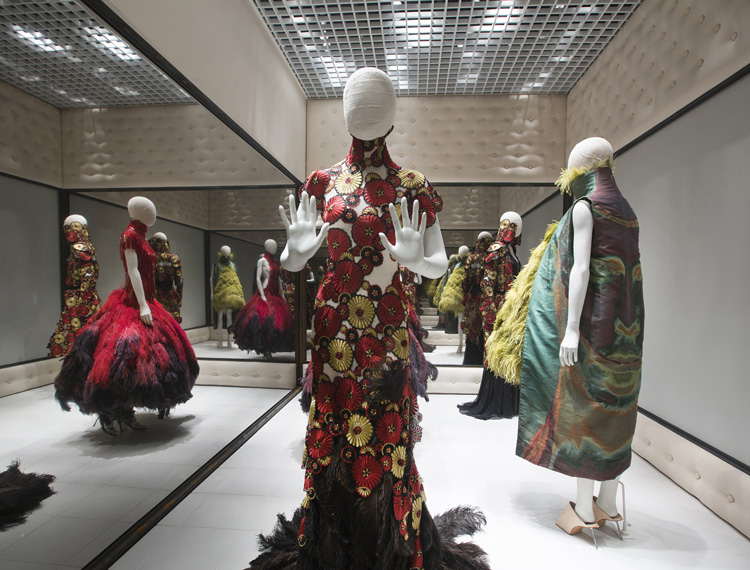 9-alexander-mcqueen-savage-beauty-exhibition-at-londons-va-museum