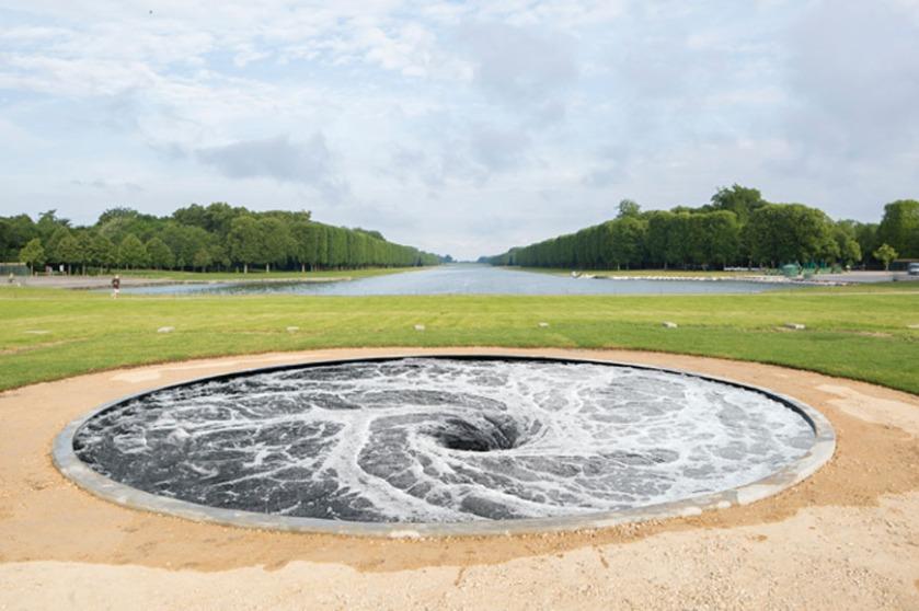 Anish-Kapoor-Versailles-exhibition-descension-