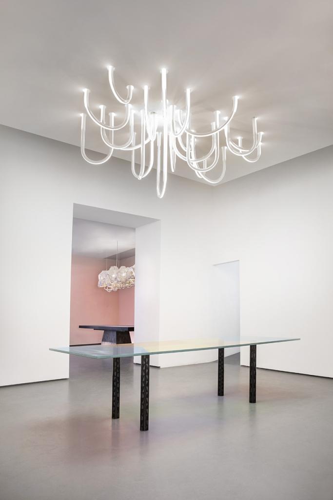 Mathieu Lehanneur | Les Cordes, 2015 (chandelier) + Robert Stadler | Pow, 2013 (table)