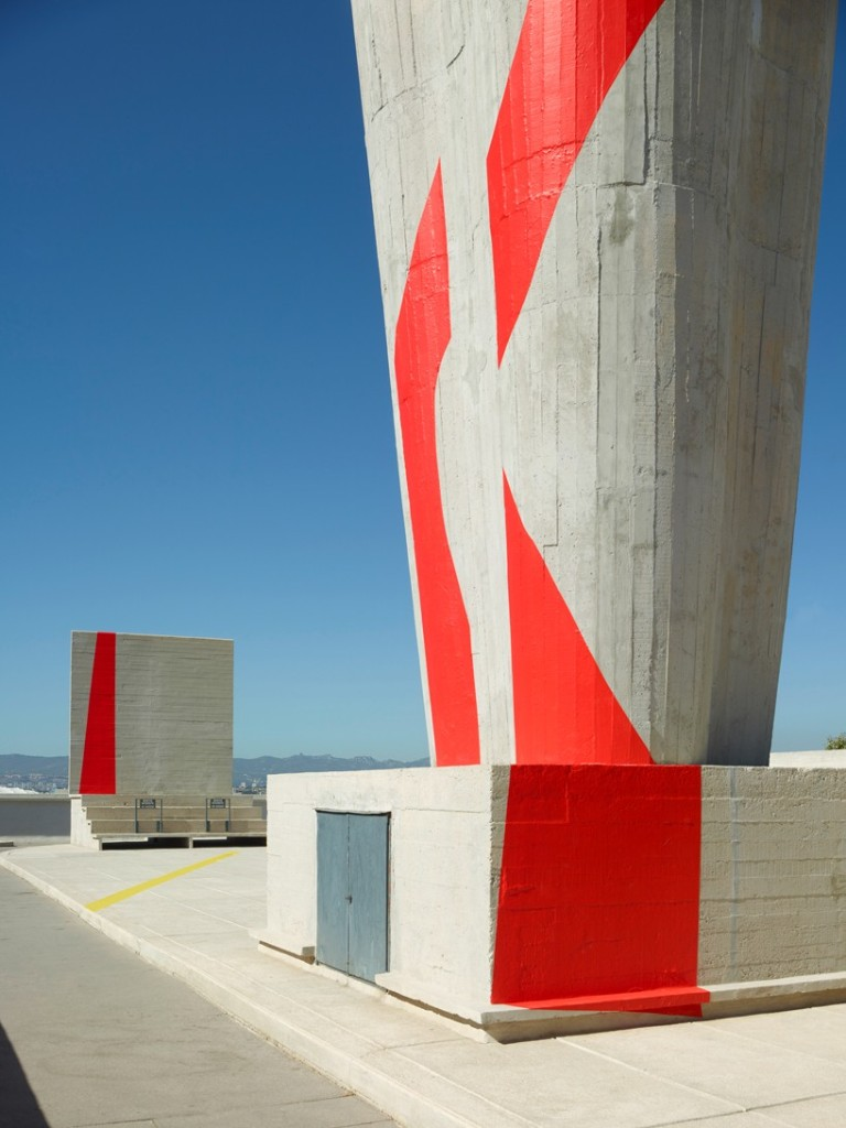 exhibition-ciel-ouvert-felice-varini-mamo-designboom-10-818x1091